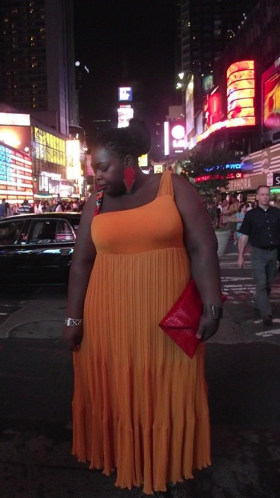 One of the most beloved friends-bloggers of mat. is Gaёlle, who visited FFFWeek (Full Figured Fashion Week) held in New York last month, wearing one of the best selling pieces of mat. for this season.
