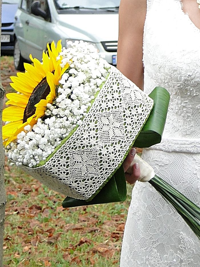 Sunflower wedding bouquet with baby's breath and a lace cube, romantic & rustic wedding, vintage wedding.