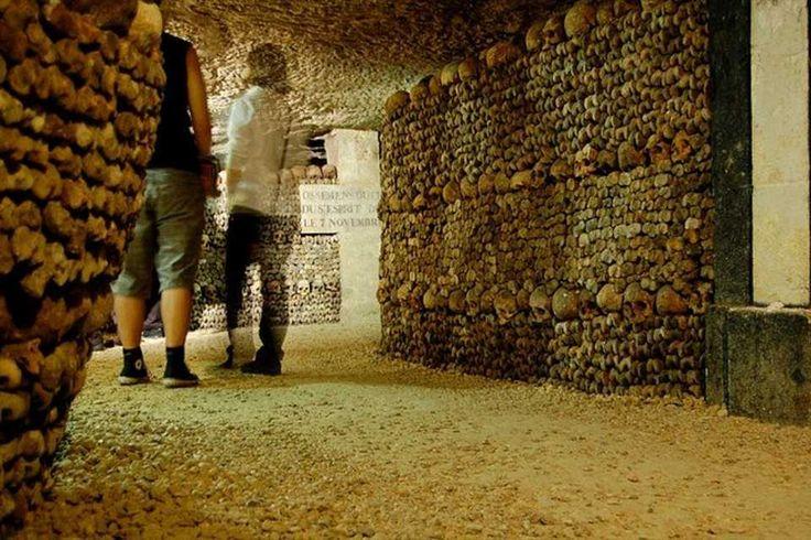 Entrada RAPIDA a las Catacumbas de Paris ! SIN HACER COLA ! http://www.holaparis.com/excursiones-y-tours/turismo/catacumbas/entrada-sin-cola/ #paris #tours #turismo