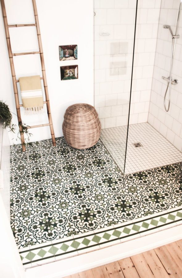عکس طراحی حمام با استفاه از کفپوش الگودار