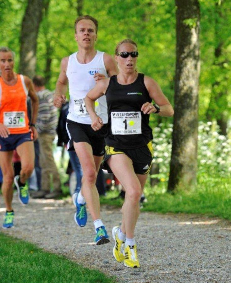 Een zonovergoten Wallenloop in Elburg met een recordaantal deelnemers aan de start. Op zaterdagmiddag, koningsdag om half 1 was het de beurt aan de 5 en 10 km lopers die snel van start gingen door de stad richting de Meenpolder en over de Wallen terug naar de start