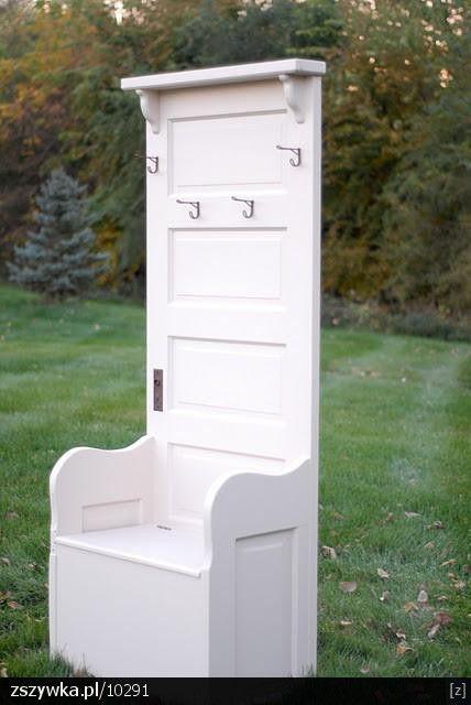 Zobacz zdjęcie stare drzwi przerobione na wieszak do przedpokoju w pełnej rozdzielczości