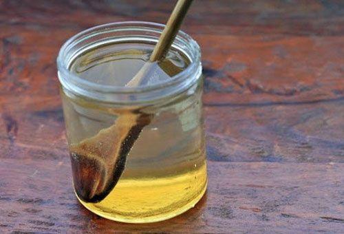 Cosa succede quando assumiamo un bicchiere di acqua con miele a stomaco vuoto?