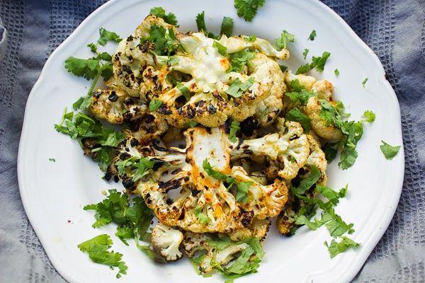 Maukkaat kukkakaalipihvit grillissä: vaviskaa täytetyt sienet ja kasvisnyytit!