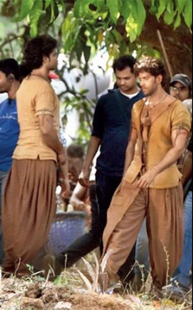 Leaked Pictures : From the sets of Hrithik Roshan's upcoming film 'Mohenjo Daro'