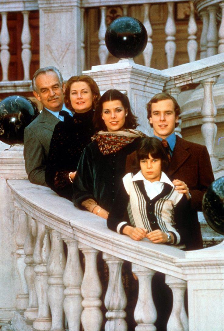 Nico liersch family - A Family Portrait Dated 1980 Featuring Prince Rainier Princess Grace Princess Caroline Prince Albert And Princess St Phanie