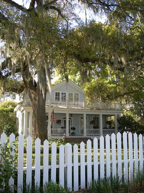 Best 25 southern cottage homes ideas on pinterest for Compact cottages georgia