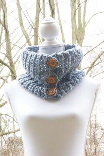 Kunnen jullie deze post nog herinneren? Daar vertelde ik jullie over mijn favoriete wol. En jaaaa hier is ie dan! Mijn eerst gebreide col...