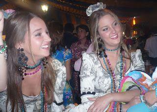 carretasybueyes Trajes de flamenca. Toile de Jou, en el Real de la Feria.