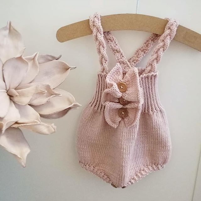 En nydelig Rysjeromper strikket av flinke @min.heklekrok  For repost på Babystrikk ➡ #babystrikkrepost eller tag @babystrikk i dine bilder.
