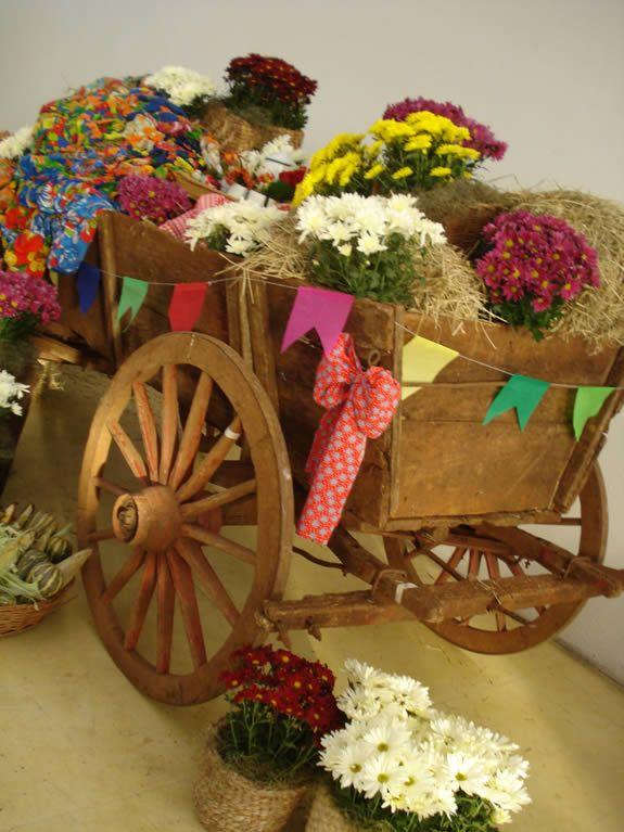 Charrete com flores na decoração da festa junina da Soma. Fonte: blog Dudu Pacheco assessoria de imprensa