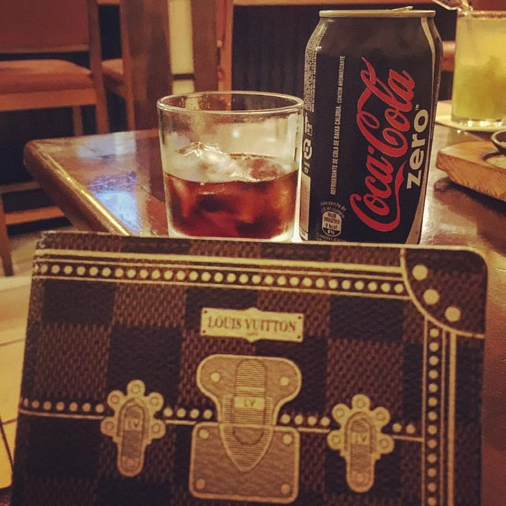 The best drink while scheduling my next week appointments … #coke #louisvuittonagenda #louisvuitton #lv #lvlover #lvaddict #lvlimited #louisvuittonbrasil #lvcollector #thebagmemo #lvprincessnastasia #lviv (em Sushi Nabe)