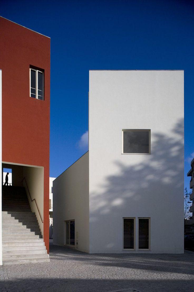 "SAAL BOUA, ""Порту"", 2006 - архитектор Альваро Сиза Виейра. #фотография-архитектуры"
