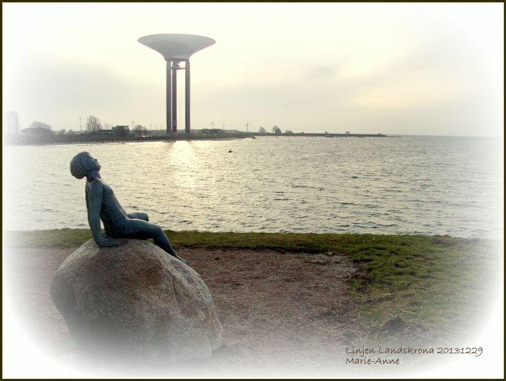 Soldyrkaren, staty välkänd för alla Landskronabor,  bredvid Strandpaviljongen vid Linjen. Foto 20131229