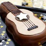 Gitarrtårta - Recept http://www.dansukker.se/se/recept/gitarrtaarta.aspx Vad är mer passande till ett rockparty än en rocktårta? #barnkalas #rock #inspiration