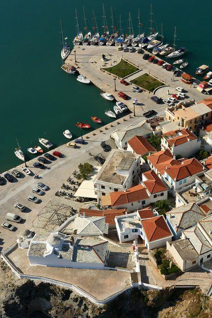 Skopelos harbour. www.360skopelos.com