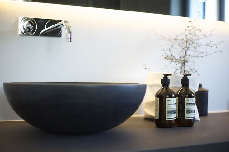 #urbanhus#baderomsmiljø#sort#vask# - enkelt, moderne og innbydene baderomsmiljø #mordern#minimalist#blacksink