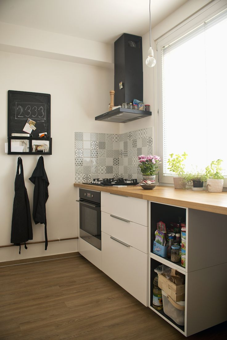 Mladý pár rekonstruoval byt, severský styl doplnily atypické obklady–…