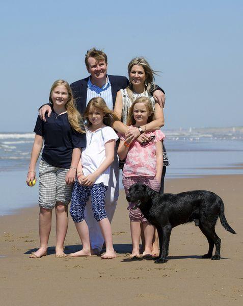 Koninklijk gezin op het strand Prive  Telegraaf.nl
