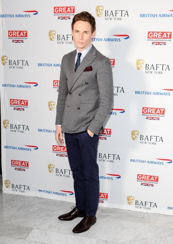 Pin for Later: Die britische GQ hat entschieden und der am besten gekleidete Mann ist. . .  Auch bei einem Event in New York im Oktober 2014 trug Eddie ein Modell von Hardy Amies.