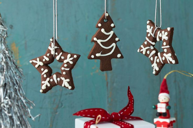 These festive chocolate biscuit ornaments make for great gifts for loved ones.