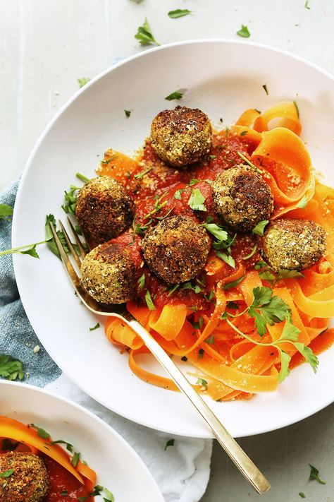 these lentil meatballs are a perfect low-cal way to enjoy your pasta, via @MyDomaine