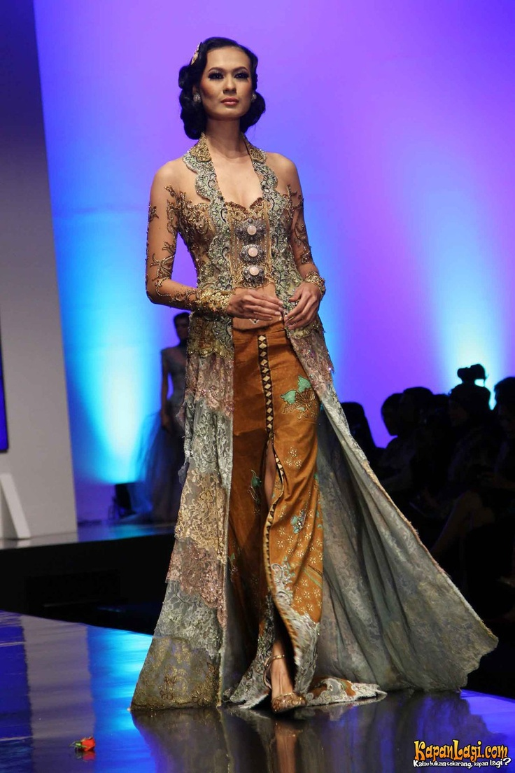Foto : Koleksi Anne Avantie, Indonesia Sehati, IFW 2012, di Plenary Hall Jakarta Convention Center (26/02)