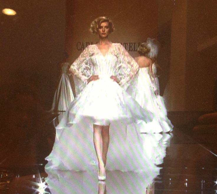 È se il tuo abito fosse corto? Guarda questa immagine della sfilata Carlo Pignatelli....un sogno in corto!! Www.toswttisposa.it
