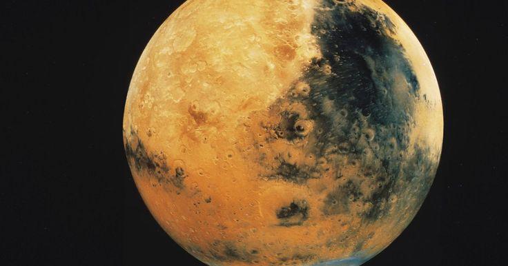 Quais são as causas do vento no planeta Marte?. A magnetosfera da Terra protege nosso planeta de uma terrível ameaça do espaço: o vento solar. O planeta Marte, porém, não é tão afortunado. Sem uma magnetosfera, ou qualquer outro tipo de força para protegê-lo, o vento solar atinge Marte por anos. Essa é apenas uma fonte de vento em Marte. Os cientistas continuam estudando outras causas de ventos ...