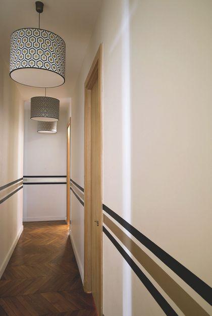 Des lignes de peinture pour décorer un couloir