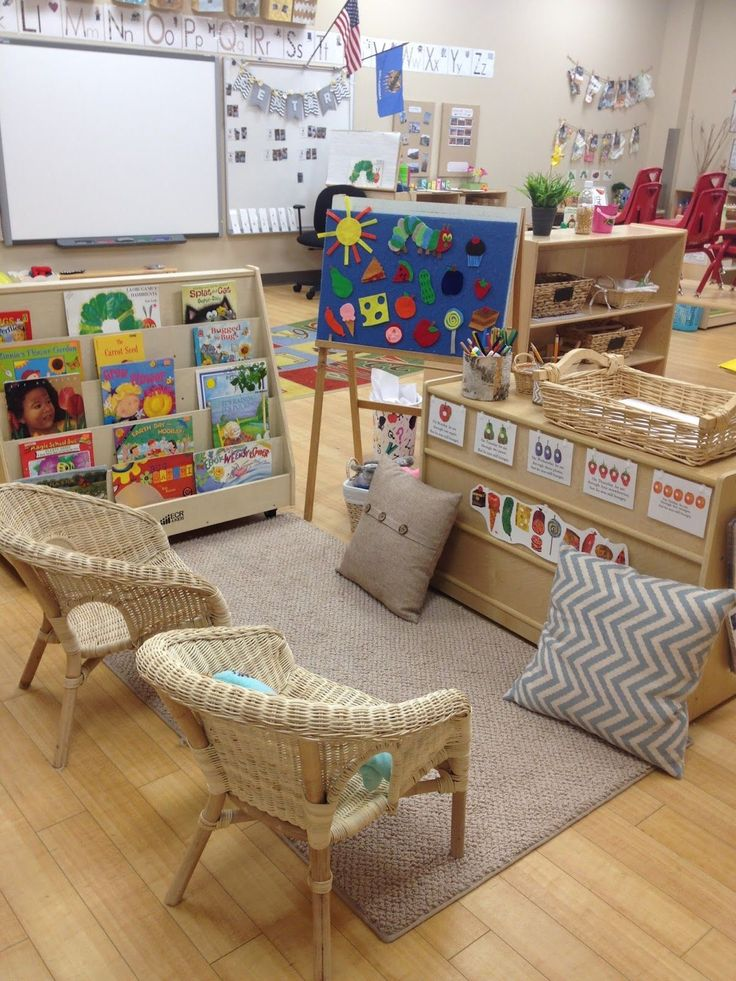 reading area. Those chairs are so cute!