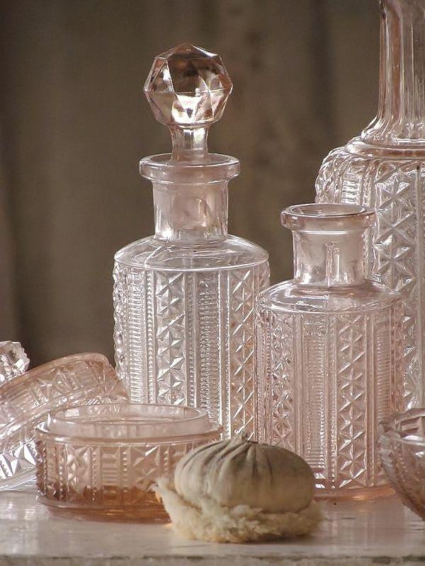 oud roze kaptafelset / old pink vanity set. SOLD