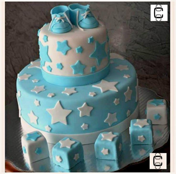 Baby shower fondant cake/ Baby boy cake with shoes and stars / Pastel de fondant de baby shower con zapatitos, cubos y estrellas.