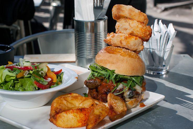 Energia burger with calamari rings.