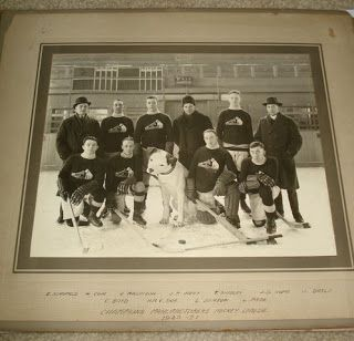 HOCKEY OLD-TIME LOGO`S: Nipper the dog, HMV and Montreal hockey.