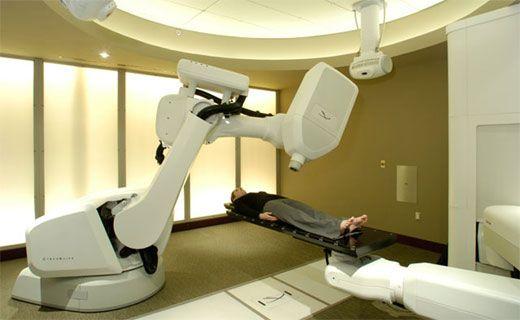 CyberKnife (Кибер Нож) - высококлассный радиотерапевтический робот для лучевой хирургии. Позволяет онкологам-радиологам безболезненно лечить патологии без операции. Система отслеживает положение опухоли, обрабатывает её лучами высокоэнергетической радиации и уничтожает атипичную ткань, не повреждая окружающие органы