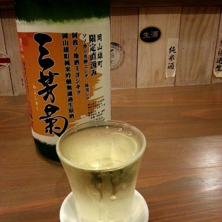 和食、洋食、ビールに日本酒、ワインとなんでもある居酒屋さん。一人飲み、デートから会社の飲み会までなんでも。日本酒は 15 種類くらい? アイデア豊富な料理が楽しい。へしこあります (重要)