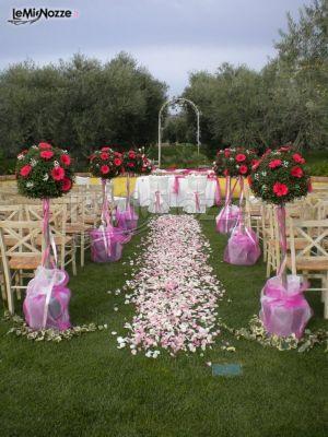 Allestimento con alberelli e fiori per il matrimonio sulle tonalità del lilla