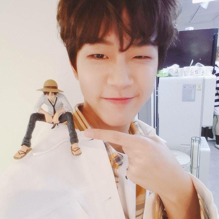 Golden child donghyun with luffy