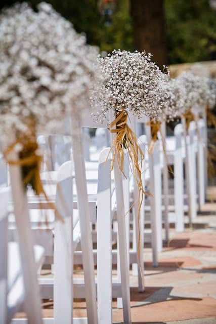 Simple but pretty aisle decor for an outdoor wedding ceremony #wedding #flowers