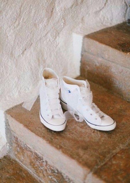 Chaussures pour le mariage : converse avec des rubans