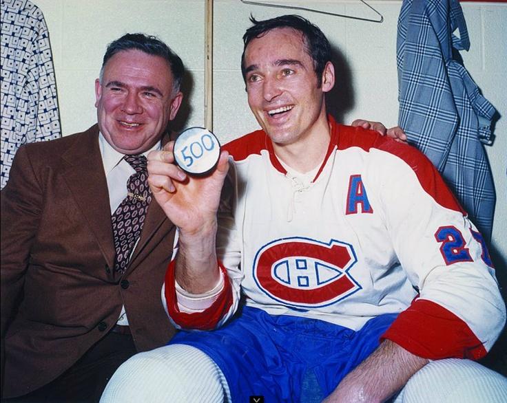 Frank Mahovlich : Une transaction en 1968 l'envoie aux Red Wings de Détroit puis aux Canadiens de Montréal en 1971. Dès son premier match, il marque 1 but. Il joue avec son frère Pete et remporte la deuxième Coupe Stanley de sa carrière avec le Canadien en 1971. Il marque son 500e but en carrière dans la LNH le 21 mars 1973 contre les Canucks de Vancouver. Il reste à Montréal jusqu'en 1974 avant de signer un contrat dans l'AMH pour 4 saisons avec les Toros de Toronto et les Bulls de…