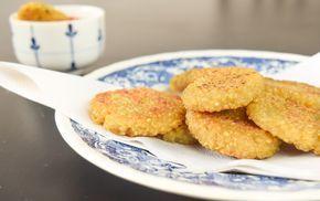 Nuggets veganos simplesmente deliciosos! A base é feita com quinoa, uma ótima fonte de proteína! Confira agora a receita desse snack saboroso!