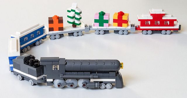 ~ Lego Mocs Holidays ~ MOC of the Week: LEGO Christmas Train - BrickExtra