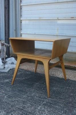 Heywood Wakefield M1586G Lamp Table