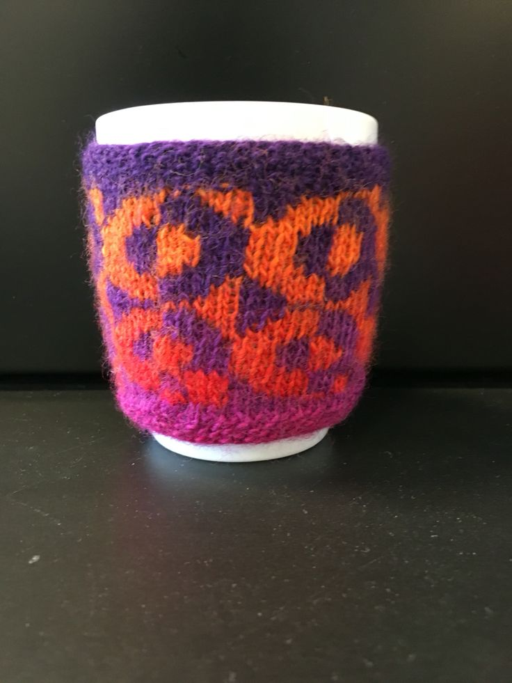 Knitting Pattern Cup Holder : Op art cup holder. Knitted things - Strikkede ting ...
