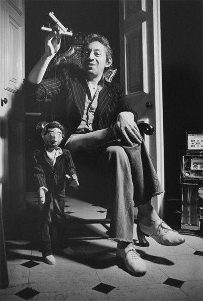Tony FRANK (né en 1945) Gainsbourg Marionnette Signé sous l'image Au dos tampon Tony Frank, Galerie Grace Radziwill. 46,2 x 36,8 cm Fin le 18/12