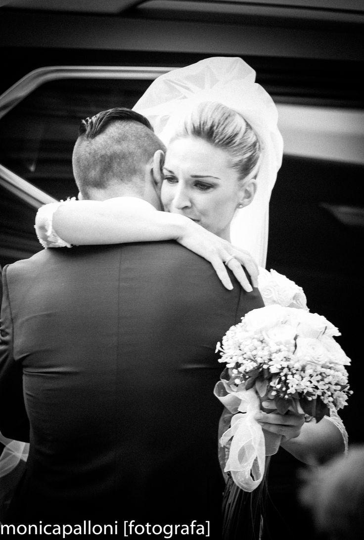 L'emozione del momento  #wedding #matrimonio #sposi #love #amore #marriage #blackadnwhite #photo #biancoenero #fun #smile #moments #photo #momenti  #reportagedamatrimonio #monicapallonifotografa #flowers #fiori