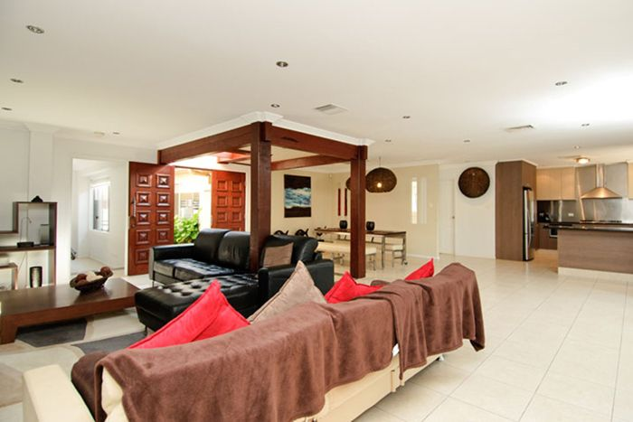 NORTH TO WATER ENTERTAINERS DELIGHT IS A BROADBEACH WATERS REAL ESTATE GEM - Peter McManus Real Estate