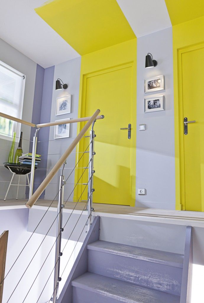Mélange de couleurs sympa: gris-parme avec jaune pétant. Une touche de bleu avec...